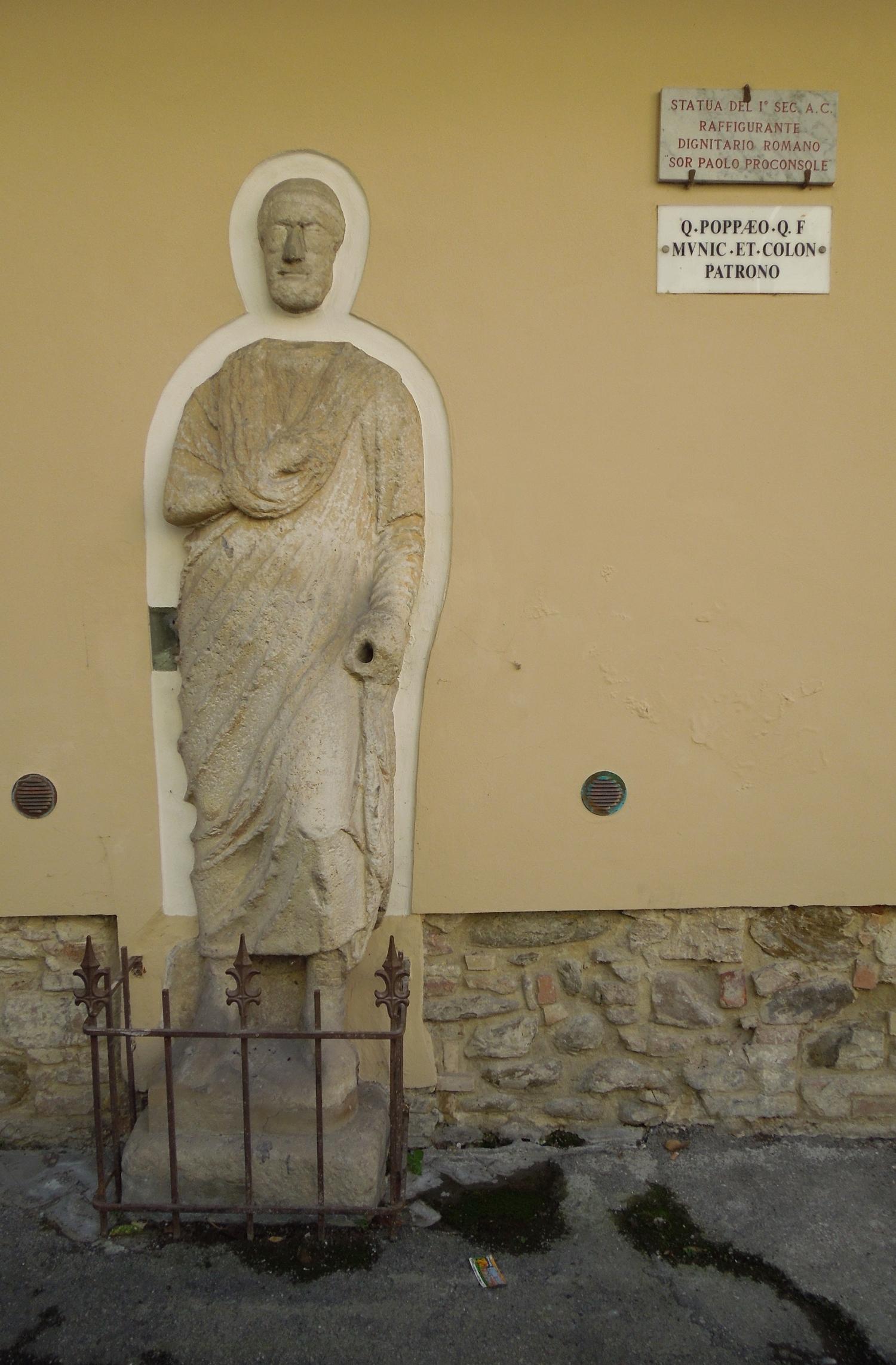 File:statua Di Sor Paolo Proconsole-Dignitario Romano-Teramo in 16 10 2015 In Romano